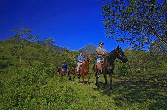 Horseback riding tour to La Fortuna Waterfall 2